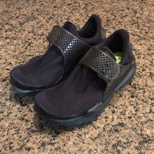 New women's Nike sock dart triple black 848475-003